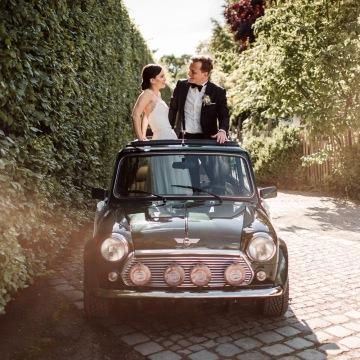Elegante Hochzeit Alte Gärtnerei Taufkirchen bei München Hochzeit Mini Cooper Hochzeitsauto